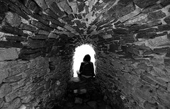 (cherco) Tags: window woman mujer stone greece grecia m paros light sea blackandwhite blancoynegro tunnel tunel composition composicion canon city ciudad calle solitario solitary silhouette silueta sombra shadow street architecture alone lonely white vanishingpoint