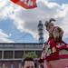 1. FC Köln Merchandise selbstgemacht, mit roter Cappie und dem Maskottchen des 1. FC Köln, dem Geißbock Hennes, vor dem Rhein Energie Stadion