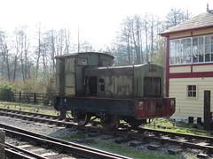 "Preserved Ruston & Hornsby 0-4-0DM ""Cynthia"" 30032019b (Rossendalian2013) Tags: preserved dieselmechanicallocomotive 040dm class88ds cynthia 412431 peakrail rowsleysouth signalbox shunter train railway"