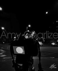 Luna objetivada (Amy Charlize) Tags: amycharlize focosocial blackandwhite black moon luna night noche city ciudad calle canon details fotografia photography light monochrome street visual urban urbano