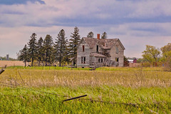 Country Castaway (nikons4me) Tags: abandoned abandonment countrycastaway oldhouse decay farmhouse nikond70 tamronaf70300mmf4056ldmacro ia iowa fence oncewashome
