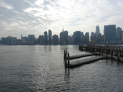 201905065 New York City Midtown and Queens (taigatrommelchen) Tags: 20190518 usa ny newyork newyorkcity nyc manhattan queens midtown river eastriver harbour clouds icon city building skyline