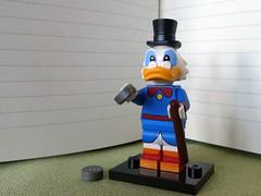 Dagobert Duck (captain_j03) Tags: toy spielzeug 365toyproject lego minifigure minifig disney cmf dagobert duck scooge