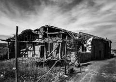 Abandoned (Lea Ruiz Donoso) Tags: house casa rural decay abandoned blanco negro path camino ruined ruinas ruins cielo sky monochrome bw bn blackandwhite