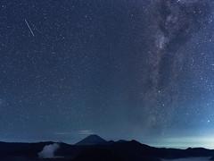 Space Race - ETA Aquarid meteor vs shooting star (Tom Helleboe) Tags: mountbromo surabaya