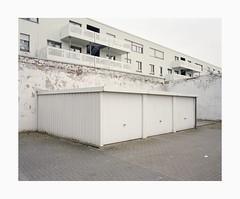 Ehrenfeld, 2019 (Darius Urbanek) Tags: 120 6x7 kodak mamiya7 portra400 analog color film mediumformat ehrenfeld cologne köln backyard parking