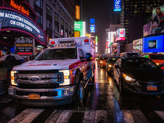 Ambulance (Luis Cagiao) Tags: new york nueva city ciudad manhattan night noche nocturna lluvia rain ambulance times square illuminated rock cafe hard