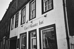 Tam O Shanter Inn (bigalid) Tags: film 35mm vivitar mega 200 ilford xp2 c41 bw april 2019 scotland dumfries pub inn