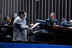 """Alvaro Dias na mesa no Senado Federal acompanhando o discurso do Senador Jorge Kajuru • <a style=""""font-size:0.8em;"""" href=""""http://www.flickr.com/photos/100019041@N05/33966680358/"""" target=""""_blank"""">View on Flickr</a>"""