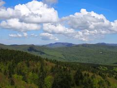 májusi táj / May landscape (debreczeniemoke) Tags: tavasz spring túra hiking hegy mountain gutin erdély transilvania transylvania táj land tájkép landscape csúcs peak ég sky felhő cloud erdő forest olympusem5