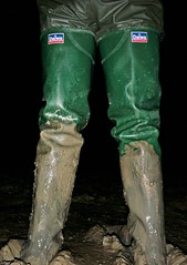 Return to Mucking Flats in Daiwa Waders (essex_mud_explorer) Tags: daiwa coarsefisher coarsefisherfordaiwa waders rubber boots rubberboots rubberwaders thighboots thighwaders hip watstiefel cuissardes gummistiefel rubberlaarzen caoutchouc hunter gates uniroyal madeinbritain madeinscotland vintage mud muddy mudflats estuary tidal creek stanfordlehope essex mucking muckingflats
