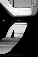 Passant (RG-Photographie) Tags: 35mm 400tx analog argentique film iso400 kingofbokeh kodak leica leicam6 lyon partdieu streetphotography summicron summicronm35mm trix400