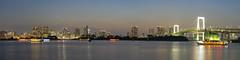 posta de sol a tokyo (_perSona_) Tags: japan japo japon sunset tokyo odaiba bay bahia badia rainbow bridge pont arciris arcoiris puente puesta posta sol lights pano panorama boats barques barcos llums luces
