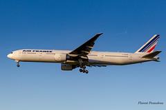 F-GZNB Air France Boeing   777-328(ER) ln 715 msn  32964 (Florent Péraudeau) Tags: fgznb air france boeing 777328er ln 715 msn 32964 777 opérateur statut actif immatriculation pays date 1992 codes af afr callsign airfrance site web httpwwwairfrancefr
