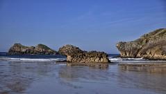 Playa Polombina, Celorio, Asturias. (Santos M. R.) Tags: playa mareabaja reflejos rocas olas cielo sky nubes clouds azul verde mar gaviotas