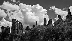 Los Frailes de El Sotillo (Edu.San.) Tags: monocromo bw riscos agujas rocas nubes efecto infrarojo guadalajara spain elsotillo frailes naturaleza airelibre