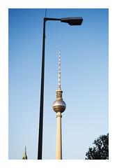 _K002544 (Jordane Prestrot) Tags: ♉ jordaneprestrot berlin tour tower torre fernsehturm lampadaire streetlamp farola