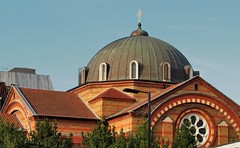 Dome and cruciform upper nave - Saint Sophia Greek Cathedral, Bayswater, London W2. (edk7) Tags: olympusomdem5 edk7 2018 uk england london londonw2 bayswater moscowroad saintsophiagreekcathedral greekorthodox greekorthodoxcathedralofthedivinewisdomhagiasophia church johnoldridscottbyzantinerevival1882 gradeilisted architecture building oldstructure city cityscape urban arch dome metal window stonework brickwork stonecarving ceramicroofingtile