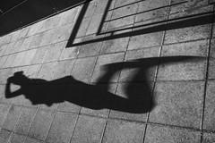 Betoni on kuumaa 558 (JP Korpi-Vartiainen) Tags: 10 finland july kaakkoissuomi kouvola kymenlaakso city figure girl heinäkuu kaupunki kesä kesäinen kuvio kymmenvuotias landscape maisema profiili profile ranta shadow shore silhouette siluetti summer summery tyttö varjo varjokuva