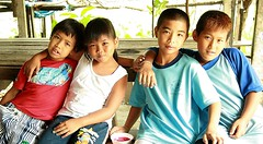 boys and girls (the foreign photographer - ฝรั่งถ่) Tags: four children boys girls khlong thanon portraits bangkhen bangkok thailand canon