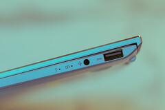 TOUGHEST AND SMALLEST LAPTOP (Rodel Flordeliz) Tags: asus ph laptop ux392 zenbook s13 slimmest ultrabook