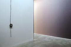 zonder titel is de titel (roberke) Tags: artistic art artwork kunst kunstwerk muur wall museum m leuven louvain belgium belgie graduelemuurschilderingen pietervermeersch koptelefoon minimalistisch minimalisme eenvoud eenvoudig