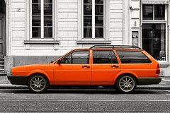 . zentralbild (. ruinenstaat) Tags: ruinenstaat tumraneedi car street bonn vw orange urbanexploration