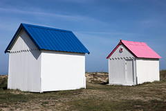 Pink for girls ... (Domikawa4) Tags: cabin cabins cabines cabine rose bleu plage gouvillesurmer bassenormandie normandie sable canon eos 6d markii ef 24105 pink blue two