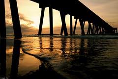 Let the beauty (gusdiaz) Tags: sunrise amanecer pier muelle johnniemercers wrightsvillebeach nc beach playa sand salt sal arena beautiful fuji fujifilm morning mañana primavera spring colorful