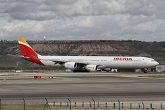 EC-JCZ (moloneytomEIDW) Tags: iberia airbusa340600 airbusa340 ecjcz a340 a340600 a346 airbus mad madridairport