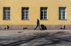 sunny side of the street (@Tuomo) Tags: helsinki katu kaupunki kevät finland street streetphotography sunshine may man sony a9 ilce9 sel35f28z urban kirkkokatu