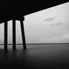 (GOJR.) Tags: ocean extendedtime 💡mode 6x6 squareformat under bridge blackwhite film analog longexposure 120 zeissoptontessart75mmf35 rolleiflexautomat