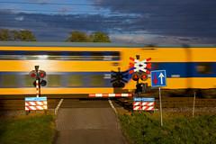 Bahnübergang/overweg/crossing - Hooghalen (Rene_Potsdam) Tags: hooghalen drenthe nederlandsespoorwegen ddz europe europa treinen trains trenes züge nederland