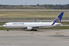 N657UA - 1993 build Boeing B767-322ER, taxiing for departure at Houston (egcc) Tags: 6457 27112 479 b763 b767 b767300 b767322er boeing bush houston iah intercontinental kiah lightroom n657ua staralliance texas ua ual united unitedairlines
