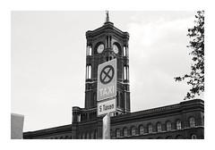 _K002704 (Jordane Prestrot) Tags: ♉ jordaneprestrot berlin noiretblanc blackandwhite blancoynegro architecture arquitectura hôteldeville townhall ayutamiento