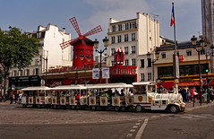 Paris / Montmartre / Moulin Rouge / Little train (Pantchoa) Tags: paris france moulinrouge train touriste placeblanche montmartre ciel architecture tourisme moulin arbres drapeau français place pigalle