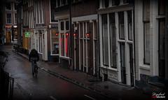 Sfeervol Amsterdam. (Digifred.nl) Tags: digifred 2019 nikond500 amsterdam nederland netherlands holland iamsterdam straat street city grachten streetphotography redlight oudenieuwstraat kortekolksteeg
