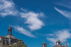 27-Clochetons et nuages (Alain COSTE) Tags: 2019 arbres bordeaux ciel toits mai nuages gironde france