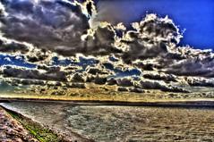 Loucura (Josè M.Costa) Tags: lisboa lisbon ligth luz rio river sky nuvens tejo tagus barreiro portugal