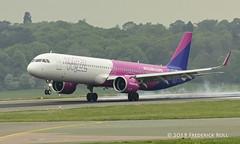 Wizz Air A321 ~ HA-LVA (© Freddie) Tags: luton bedfordshire lutonairport ltn eggw ltneggw airbus a321 wizzair halva fjroll ©freddie