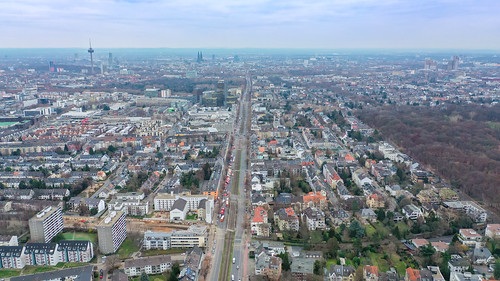 Road closure of the Aachener Straße during bomb disposal (aerial bomb) in Cologne Braunsfeld 14.12.2018