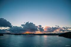 Good morning Caribbean_2 (Joachim Spenrath Münster, Germany) Tags: karibik morgen sonnenaufgang wolken meer urlaub mond lichter blauestunde caribean morning sunrise clouds sea holidays lights moon feuer fire brennen burn horizont sonnenlicht schiff ship cruiseship kreuzfahrschiff