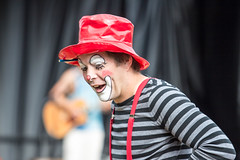 august 2015 brookfield zoo. summer nights (timp37) Tags: summer nights brookfield zoo illinois august 2015 mime clown entertainment red hat