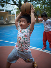 4-6 Yr Old Basketball English Lesson 10 (ArdieBeaPhotography) Tags: boy girl child kids children kindergarten preschooler elementary school age play basketball shoot throw catch pass toss ball leap jump tights white rainbow gauzy skirts trousers shorts shirt tshirt blue glasses court trees shadow leaves tummy navel button bare exposed sandals trainers shoes trackpants outside class learning teaching englishlesson black hair cute pretty beautiful handsome enthusiastic game energetic excited together tamronspaf2875mmf28xrdildasphericalif