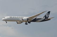 Air New Zealand 787-900 Dreamliner (ZK-NZG) LAX Approach 2 (hsckcwong) Tags: airnewzealand 787900 7879 787 dreamliner zknzg lax klax
