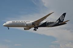 Air New Zealand 787-900 Dreamliner (ZK-NZG) LAX Approach 3 (hsckcwong) Tags: airnewzealand 787900 7879 787 dreamliner zknzg lax klax