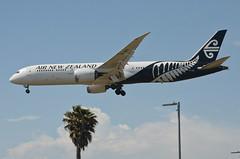 Air New Zealand 787-900 Dreamliner (ZK-NZG) LAX Approach 4 (hsckcwong) Tags: airnewzealand 787900 7879 787 dreamliner zknzg lax klax