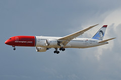 Norwegian Long Haul Amy Johnson Livery 787-900 Dreamliner (LN-LNP) LAX Approach 1 (hsckcwong) Tags: norwegianlonghaul norwegianairlines amyjohnsonlivery 787900 7879 787 dreamliner lax klax lnlnp