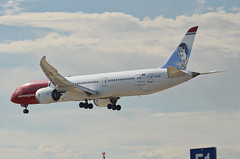 Norwegian Long Haul Amy Johnson Livery 787-900 Dreamliner (LN-LNP) LAX Approach 4 (hsckcwong) Tags: norwegianlonghaul norwegianairlines amyjohnsonlivery 787900 7879 787 dreamliner lax klax lnlnp