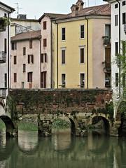 Ponte romano. (sangiopanza2000) Tags: vicenza veneto italia italy sangiopanza lebarche ponte bridge ponteromano case houses fiume river fiumeretrone
